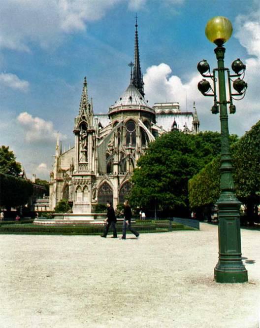Notre-Dame-West-Vertical